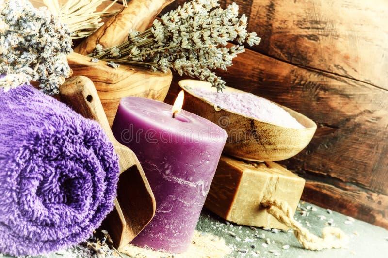 Ajuste dos termas da alfazema Conceito natural do bem-estar imagens de stock
