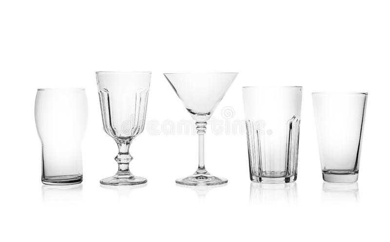 Ajuste dos vidros vazios para bebidas diferentes no branco foto de stock