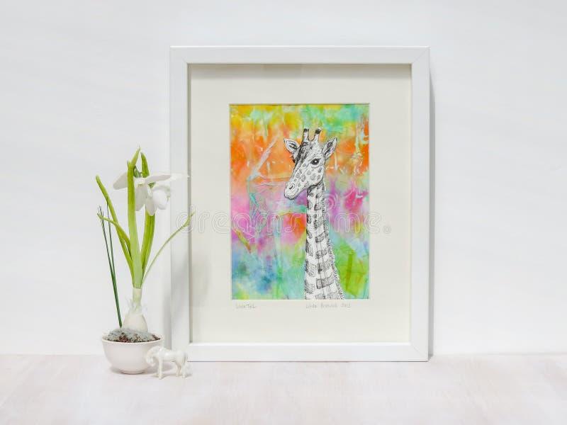 Ajuste interior blanco Ilustraciones capítulo de la jirafa con el fondo colorido fotografía de archivo libre de regalías
