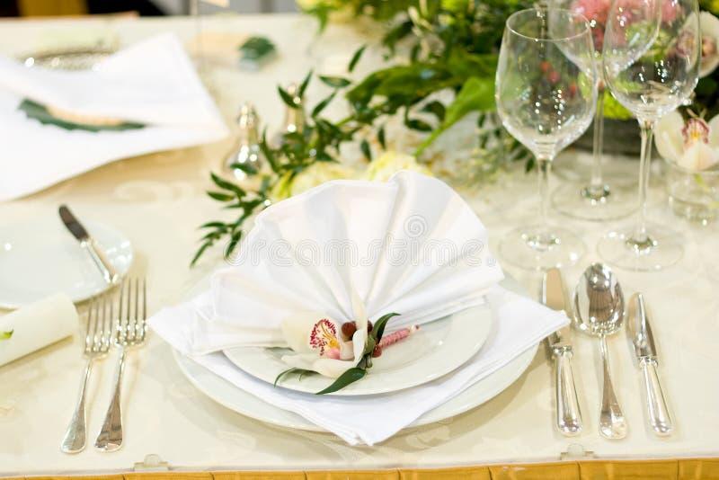 Ajuste luxuoso da tabela do casamento fotografia de stock