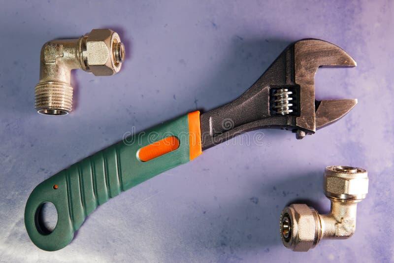 Ajuste o aperto do poder da chave e os elementos de válvulas de desligamento da água e do gás, configuração do plano fotos de stock royalty free