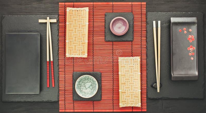 Ajuste oriental de la tabla para dos personas arriba fotografía de archivo libre de regalías