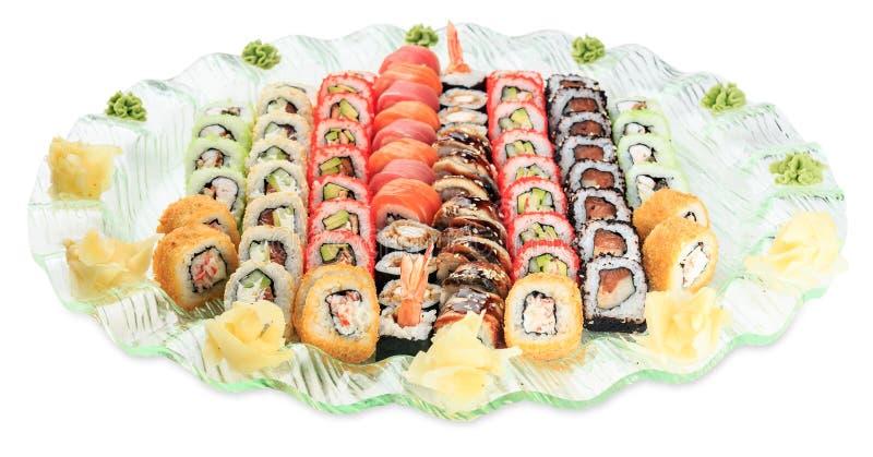 Ajuste a placa dos rolos de sushi - isolada no fundo branco foto de stock royalty free