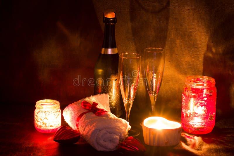 Ajuste romántico del balneario para el día de tarjetas del día de San Valentín fotografía de archivo