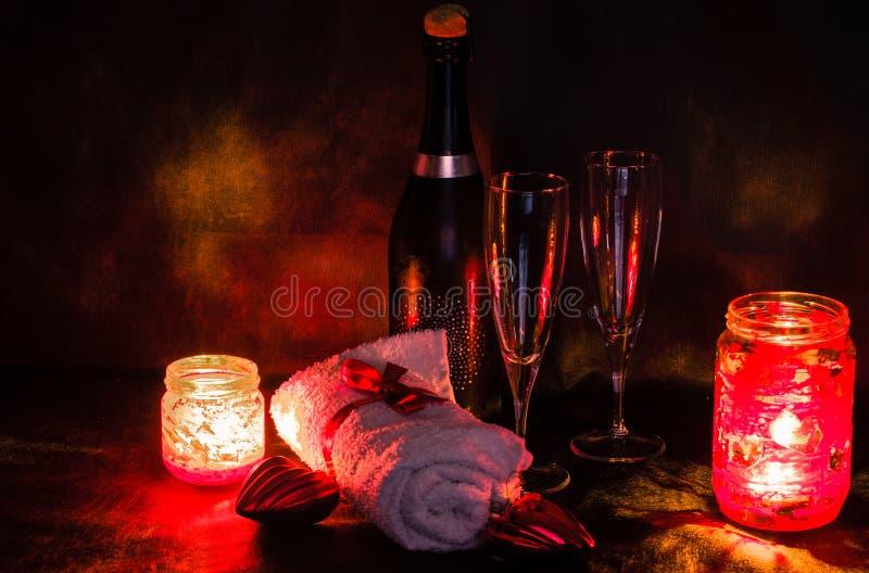 Ajuste romántico del balneario para el día de tarjetas del día de San Valentín imagen de archivo
