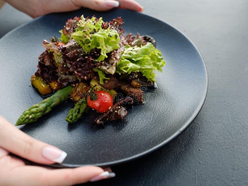Ajustement sain de salade de perte de poids de repas de nourriture de régime image libre de droits