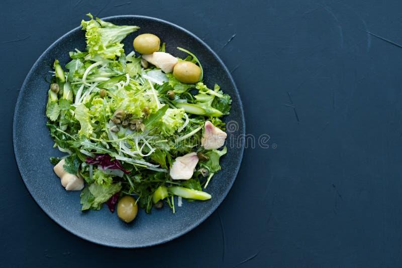 Ajustement sain de salade de perte de poids de repas de nourriture de régime photos libres de droits