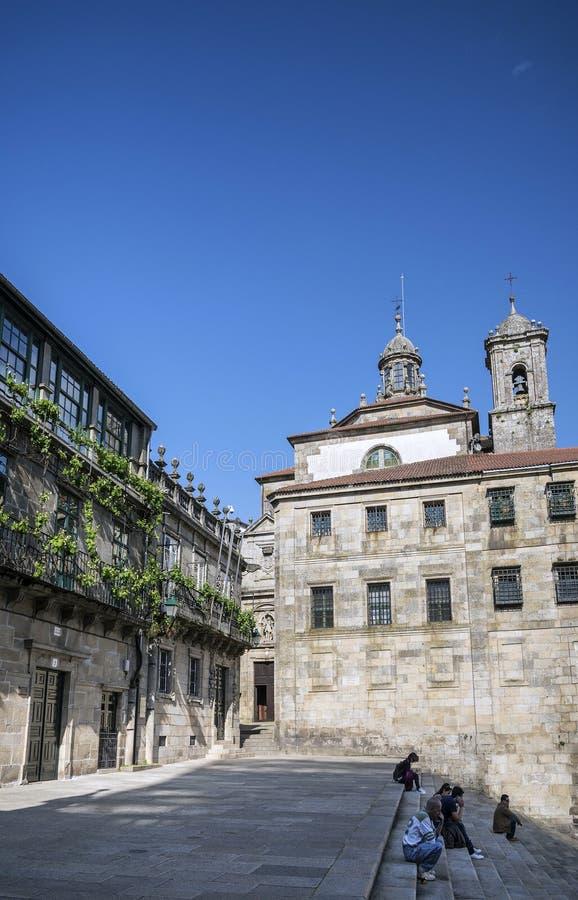 Ajustez dans la vieille ville historique de Saint-Jacques-de-Compostelle Espagne photo stock