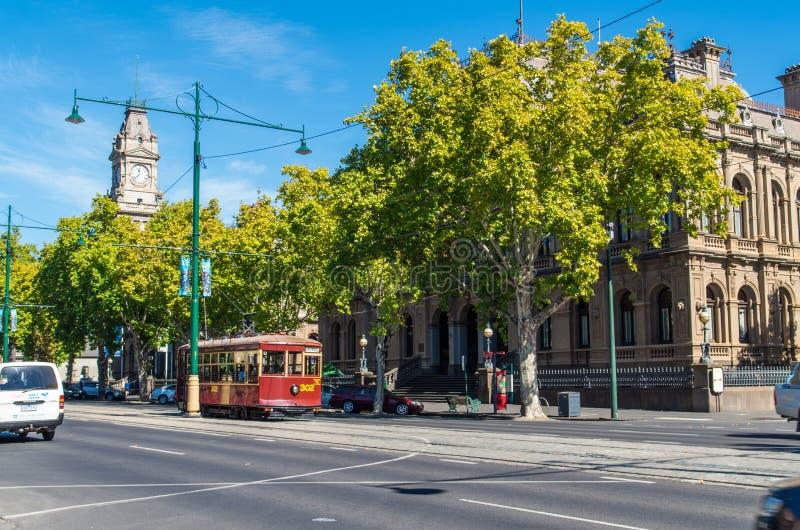 Ajustez passer les bâtiments des palais de justice dans Bendigo, Australie photos stock
