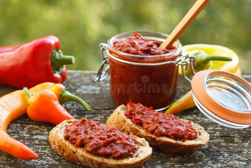 Ajvar - зажаренные в духовке красные перцы стоковое фото rf