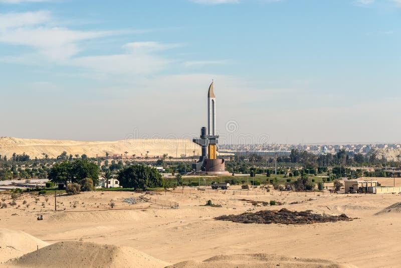 AK-47枪口和刺刀纪念碑在伊斯梅利亚苏伊士运河埃及附近 图库摄影