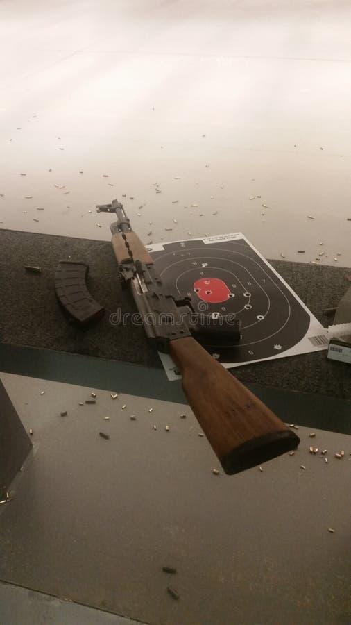 AK-47 på område royaltyfri fotografi