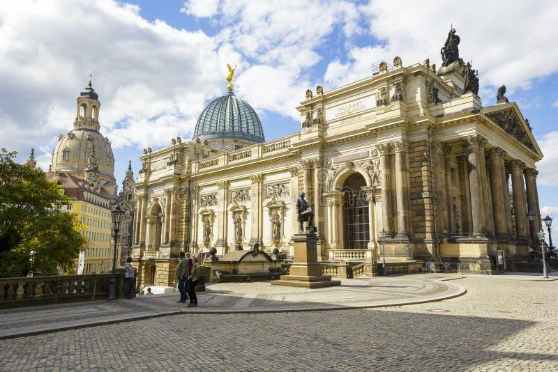 Akademi av konster, sidosikt, Dresden arkivbild