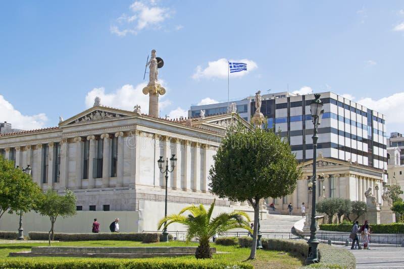 Akademie von Athen in der Seitenansicht des Stadtzentrums stockfotografie