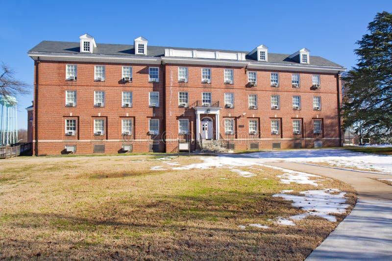 Akademisches Gebäude auf einem Universitätsgelände lizenzfreie stockfotografie