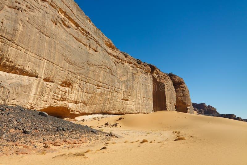 akakus利比亚大量山岩石撒哈拉大沙漠墙 库存图片