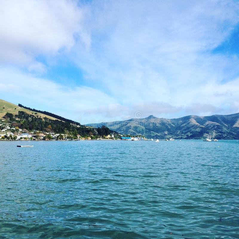 Akaroa-Bucht Neuseeland lizenzfreies stockfoto