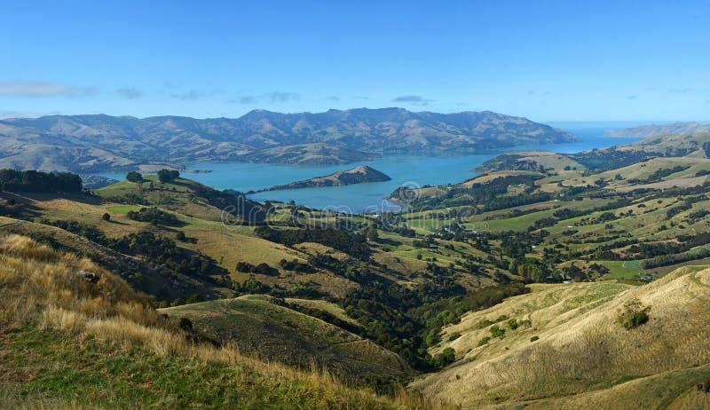 Akaroa schronienia panorama w jesieni Nowa Zelandia obrazy royalty free