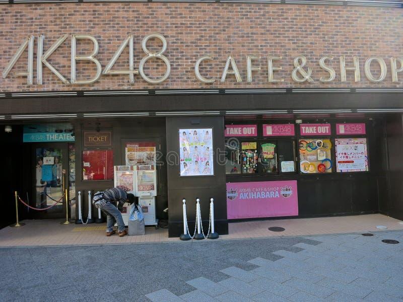 AKB48 koffie & Winkel in Akihabra, Tokyo -- De Grootste Band in de Wereld, AKB48, Populairste Band van Japan de, presteert dageli royalty-vrije stock foto