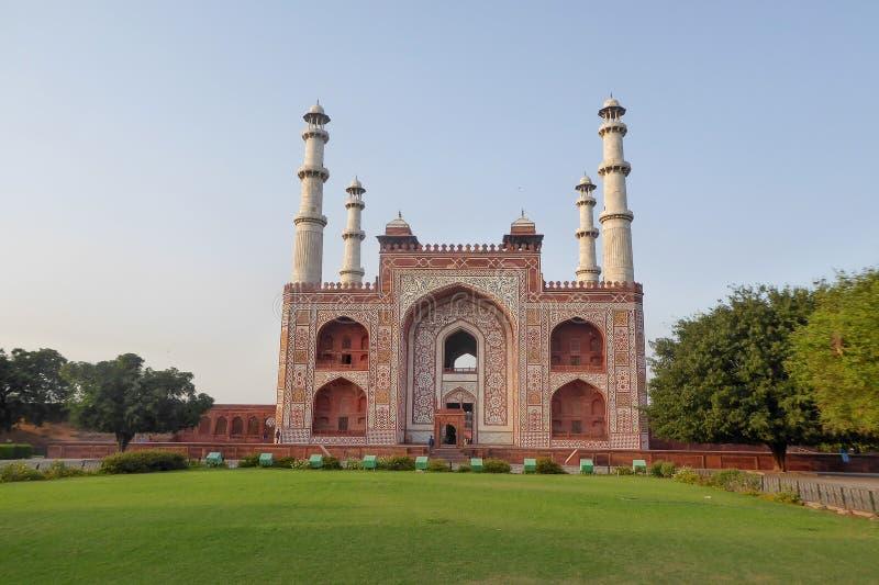 Akbar Tomb en Sikandra, cerca de Agra, estado de Uttar Pradesh, la India septentrional foto de archivo