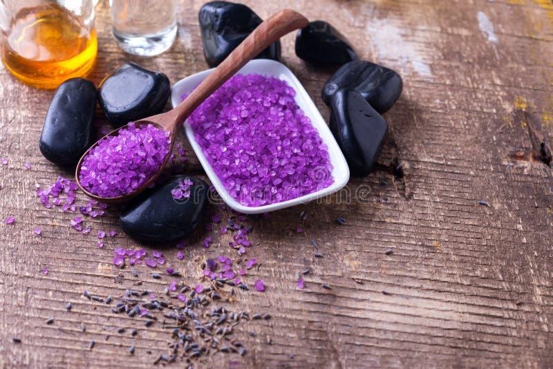 akcesoria kąpać się świeczki target1128_1_ zdroju ręczniki Lawendowa morze sól, butelki z aromatem oliwi zdjęcie stock