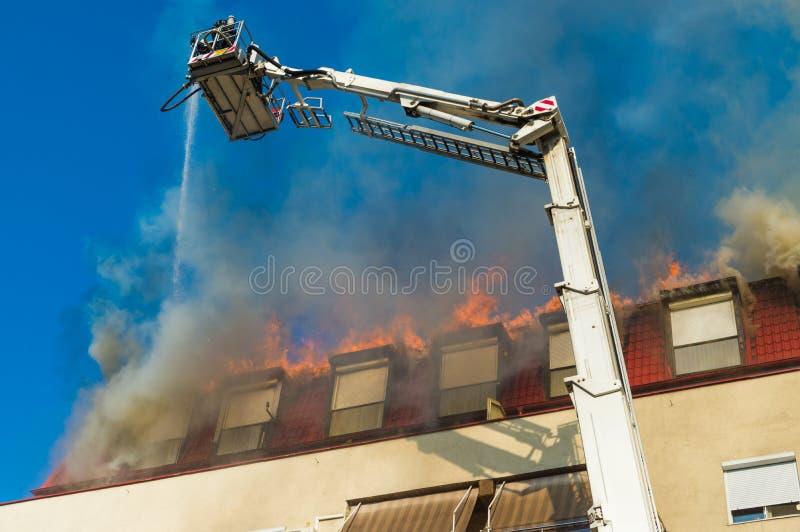 Download Akci Strażaka Strażaków Target681_1_ Zdjęcie Editorial - Obraz złożonej z bucharest, ubezpieczenie: 57669846