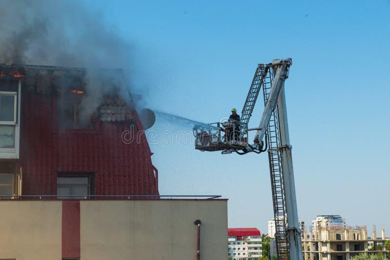 Download Akci Strażaka Strażaków Target681_1_ Zdjęcie Stock Editorial - Obraz złożonej z zniszczony, strażacy: 57669863