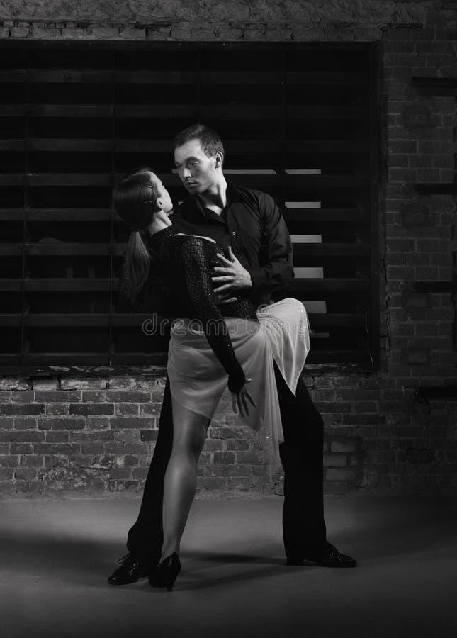 Download Akci tancerzy tango zdjęcie stock. Obraz złożonej z tancerz - 24051104