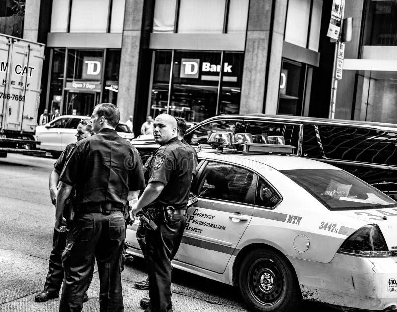 Akcja strzał NYPD dowodzi widzii uczęszczający incydent w Manhattan, NYC zdjęcie stock