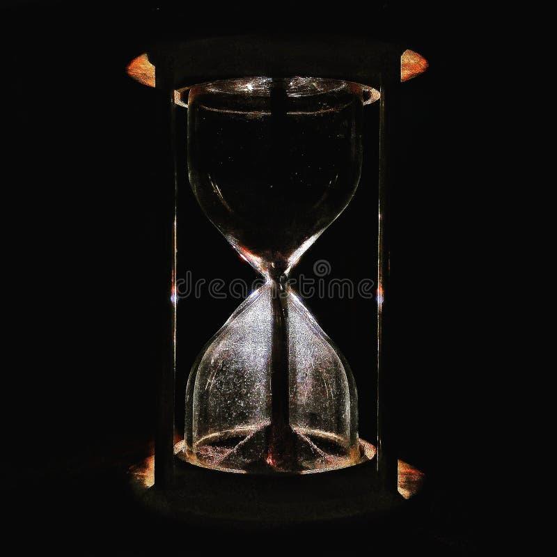 Akcyjna fotografia ciemny piaska hourglass zdjęcie royalty free