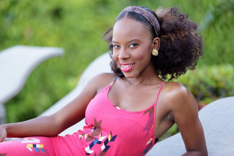 Akcyjnego wizerunku Jamajska kobieta basenem zdjęcia stock