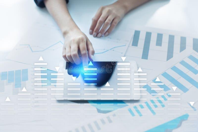 Akcyjny handel, dane analizy diagram, mapa, wykres na wirtualnym ekranie Biznesu i technologii pojęcie zdjęcie royalty free