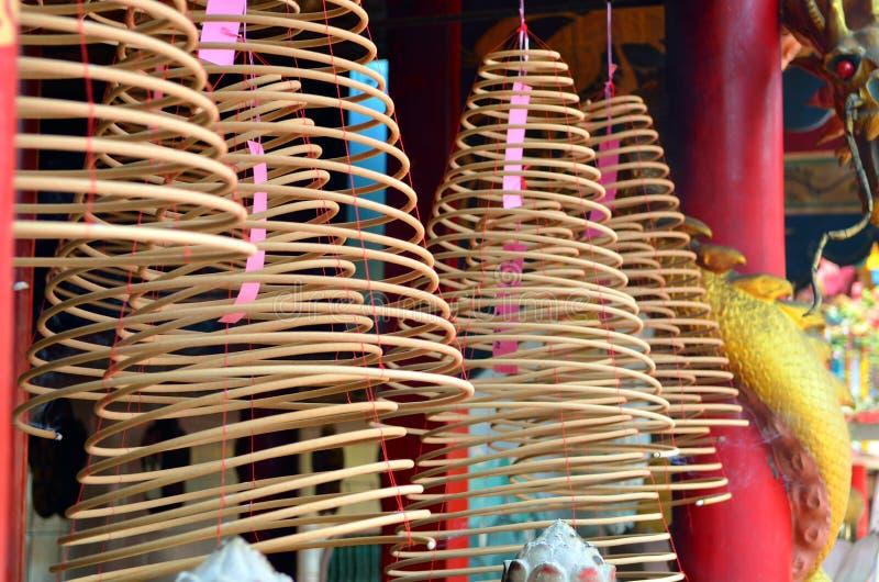 Akcyjny wizerunek kurenda kadzi w Chińskiej świątyni zdjęcia royalty free