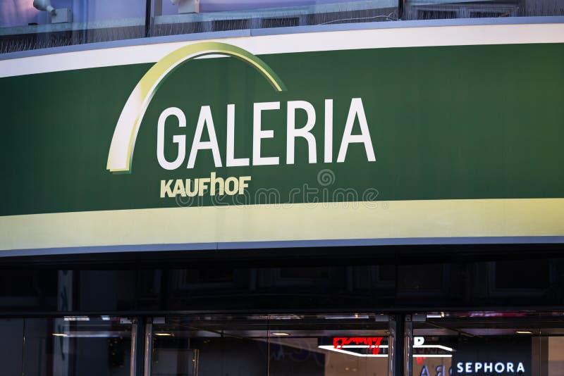 Aken, Noordrijn-Westfalen/Duitsland - 06 11 18: galeria kaufhof in Aken Duitsland stock foto