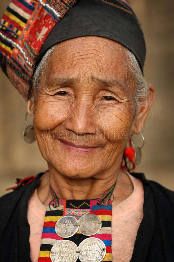 Akha-Frau, Phongsaly, Laos lizenzfreie stockbilder