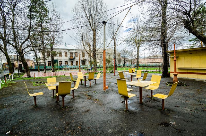 Akhalkalaki, Γεωργία - 9 Μαΐου 2017 Εγκαταλειμμένο πάρκο με το σοβιετικό σχέδιο στοκ φωτογραφία με δικαίωμα ελεύθερης χρήσης