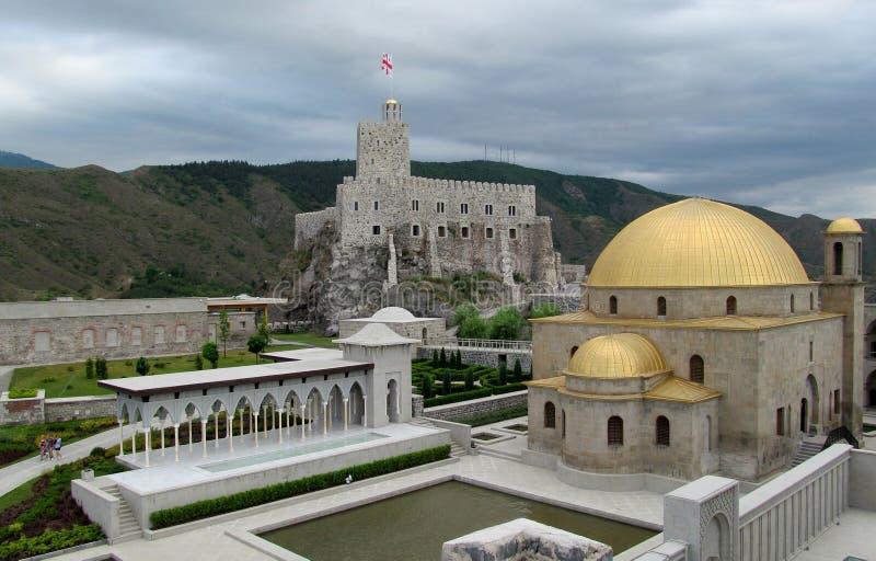 Akhaltsikhe stadfästning i Georgia i en molnig dag arkivbilder