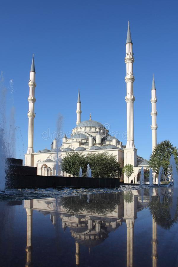 Akhmad Kadyrov Mosque na cidade de Grozny, Chechnya foto de stock