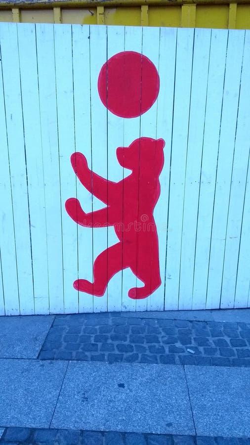 Żakiet ręka niedźwiedź Berlin niedźwiedzia graffiti logo obrazy royalty free