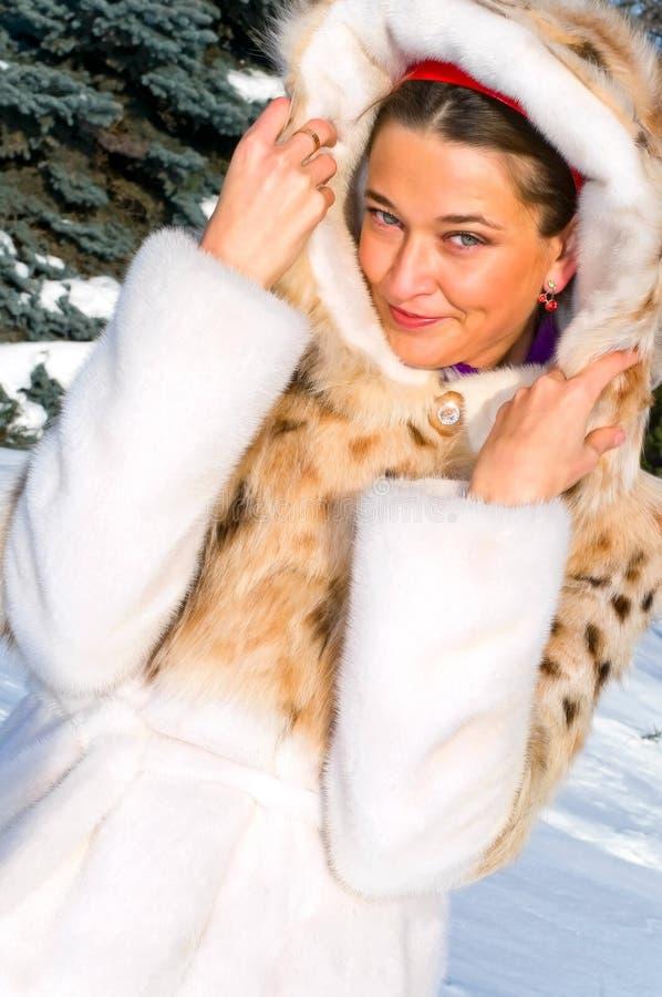 Download żakieta futerka kobieta zdjęcie stock. Obraz złożonej z model - 13337626