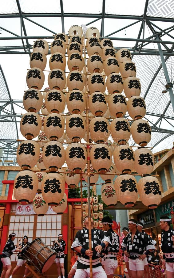 Akita Kanto Performance no mundo Sentosa dos recursos, Singapura imagens de stock royalty free
