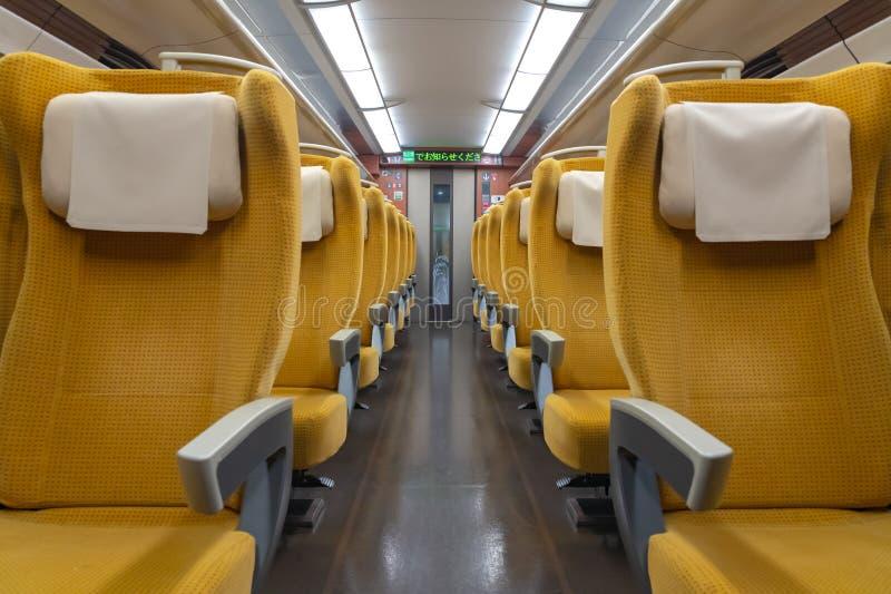 Akita Shinkansen Komachi, interior de assentos padrão da classe E6 das séries Shinkansen fotos de stock