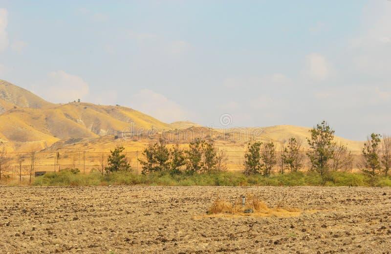 Akkerland op een gebied stock foto
