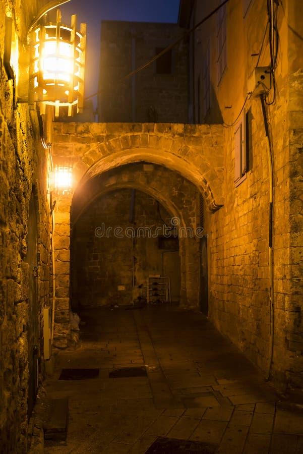akko古城街道在晚上 以色列 库存图片