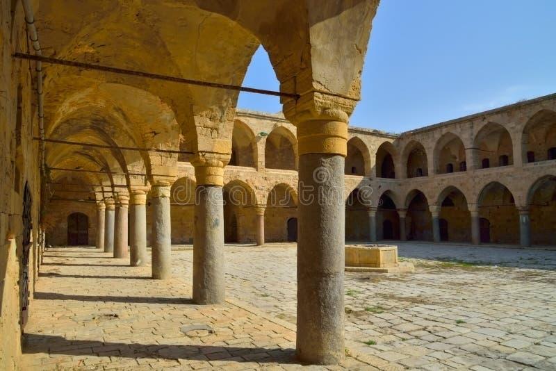 Akko Israel borggård i slotten av riddarna Templar royaltyfri fotografi
