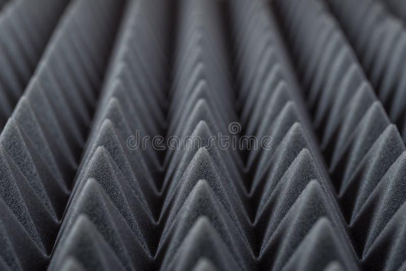 Akoestisch absorberend schuim voor studioopname Piramidevorm stock afbeelding