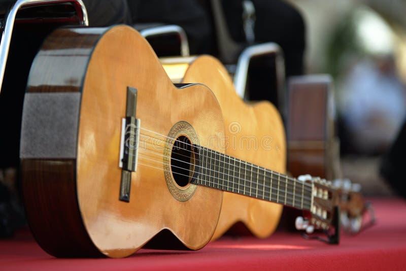 Akoestische gitaren royalty-vrije stock afbeelding