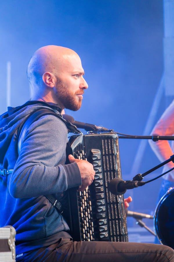 Akordeonista podczas bezpłatnego koncerta zdjęcie stock