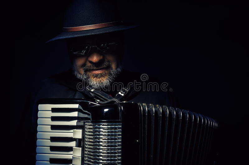 Akordeonu gracza portret zdjęcia stock