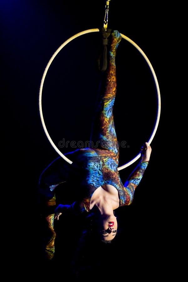akrobata cyrka kobieta zdjęcia royalty free
